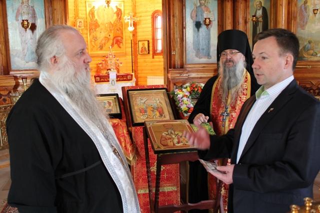Во Владимирскую православную гимназию с околоземной орбиты вернулись мощи святителя Афанасия Ковровского