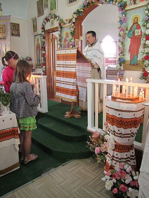 Богослужение в храме святых апостолов Петра и Павла в городе Боннивилл