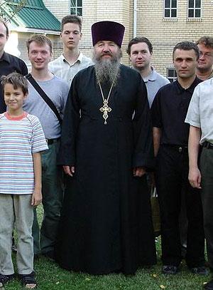 Протоиерей Владимир Мальченко с паломниками в Джорданвилле. Фото: holytrinity.ws