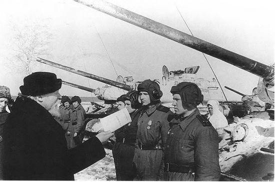 Митрополит Николай (Ярушевич) и танковая колонна переданная Русской Православной Церквью