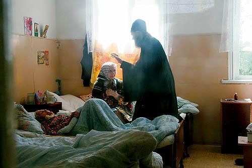 Священник в больнице. Фото: Фома.Ru