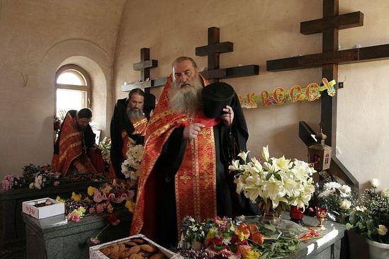 Отец Михаил в часовне новомучеников