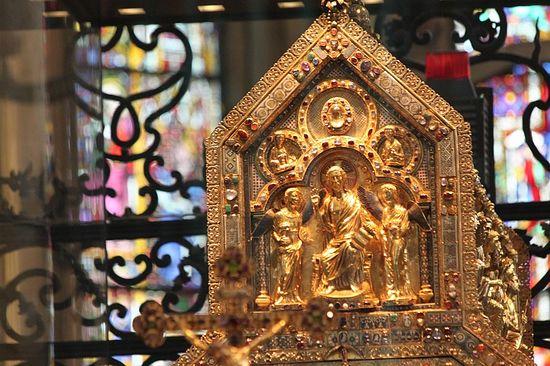 Золотой реликварий с мощами волхвов