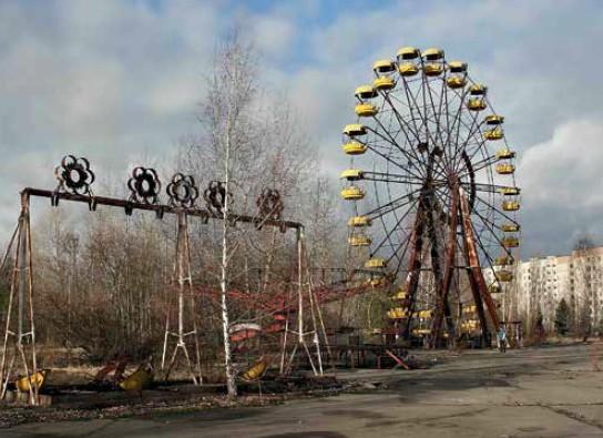 Припять — город-призрак. После Чернобыльской трагедии в молодом и ультрасовременном на тот момент городе не осталось ни души.