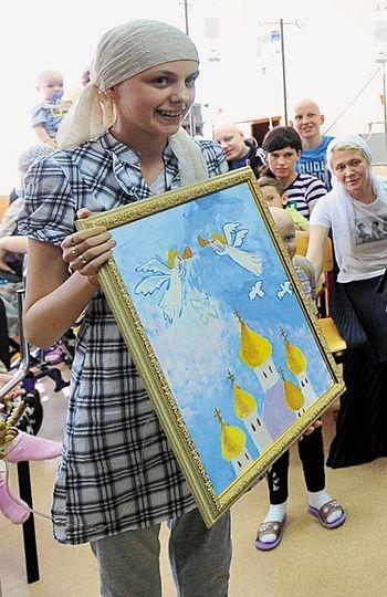 Одна из пациенток НИИ детской онкологии подарила Святейшему свой рисунок
