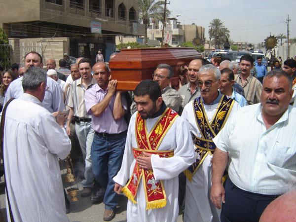 Сахрана убијеног сиријског свештеника, Ирак, 2008. године