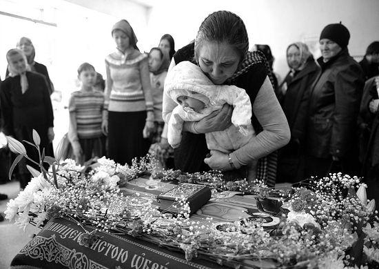 У плащаницы. Фото: Владимир Бесенев