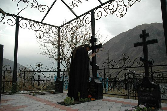 At the grave of Fr. Igor Rozin. 2012.