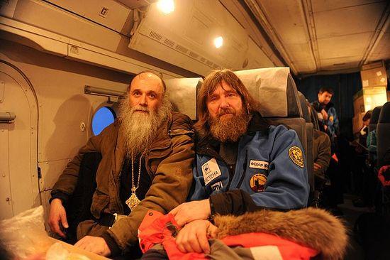 Владыка Иаков с путешествующим священником Федором Конюховым на пути к Шпицбергену