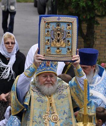 Митрополит Иларион (Капрал) с Курской-Коренной иконой Божией Матери