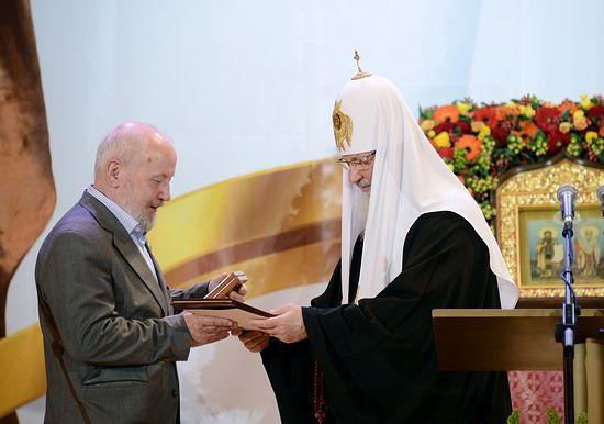 Награждение Ю.М. Лощица Патриаршей литературной премией 2013 года. Фото: Патриархия.Ru