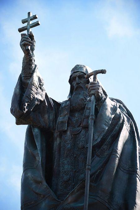 Памятник священномученику Патриарху Гермогену. Фото: Патриархия.Ru