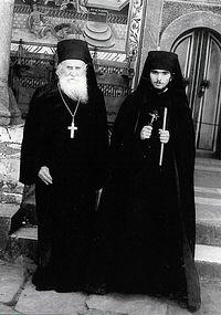Архимандрит Климент Рильский с духовным чадом – новопостриженником Виталием в 1980 году. Фото монастыря
