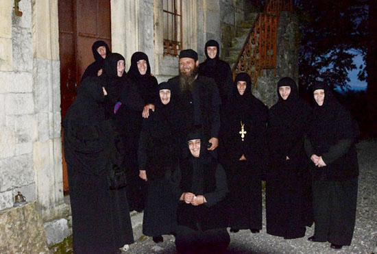 Монахини женского монастыря во имя святой равноапостольной Нины в Матходжи и протоиерей Сергий Баранов