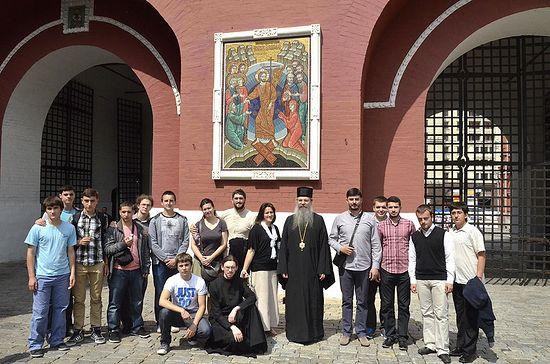 Гости из Призренской семинарии у Иверских ворот в Москве