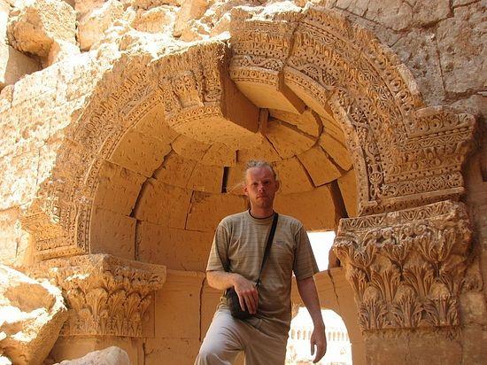 Автор на фоне развалин Рассафы