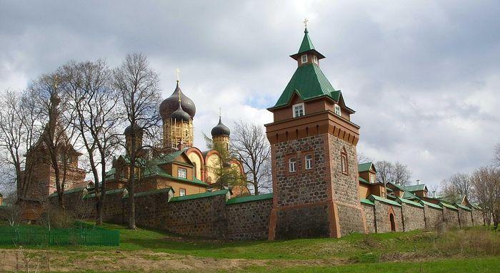 Pukhtitsa Monastery. Photo: S. Mudrov / Pravoslavie.ru