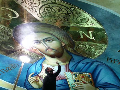 Иконописец Николай Цилсавидис за работой