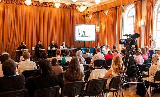 Презентация книги о глинских старцах. Фото: izdatsovet.ru