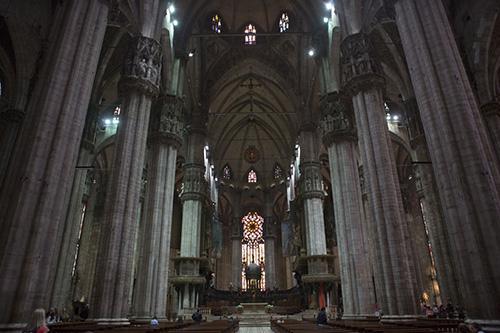 """Интерьер Дуомо. Мощи св. Феклы находятся в капелле слева от главного алтаря, капелла отгорожена, но если сказать охраннику, что идешь помолиться """"Санта Текла"""", то он пропустит."""