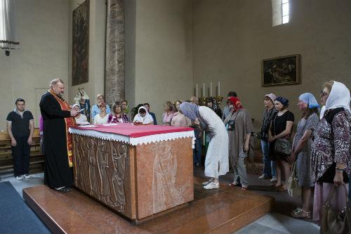 Персонал в базилике доброжелательный. Капеллу открывают не только во время молебнов, но и по индивидуальной просьбе.