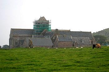 Аббатство (1200-е гг.) на месте старого монастыря, основанного св. Колумбой. Остров Айона. Фото Мартина Бёрнса.