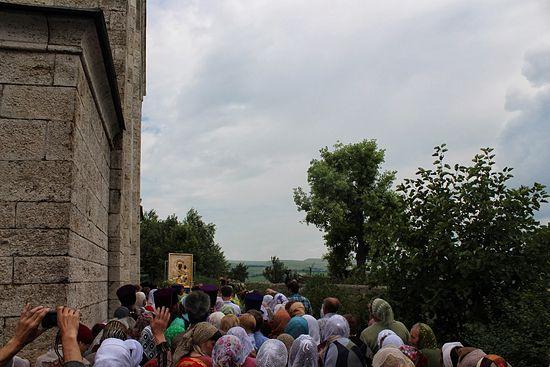Храм был выстроен Екатериной Хомяковой в грузинском стиле и как и почти во всех храмах в этом регионе, здесь есть иконы святой равноапостольной Нины. Фото: Православие.ru