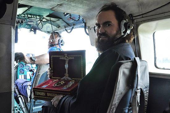 Уже на борту вертолета МЧС. Фото: Благословенный Кавказ