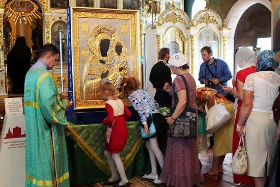 Православные Нальчика пришли поклониться святыне. Фото: Православие.ru