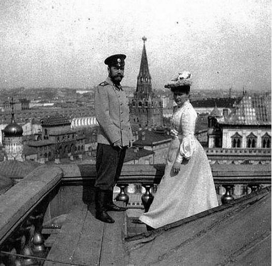 Tsar Nicholas II and Tsaritsa Alexandra, in front of the Kremlin.