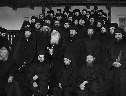 Отец Иустин с насельниками монастыря Петру Водэ, 2009 г.