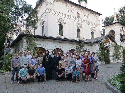 Группа добровольцев в Сретенском монастыре