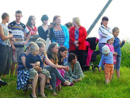д. Поле. На концерте в день деревни на св. Петра и Павла.