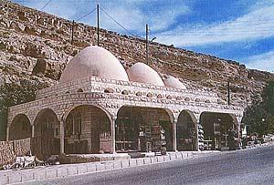Крытый домик - Источник Моисея под Петрой.