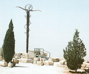 Монумент на горе.