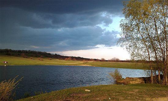 Пруд вблизи с. Рыбушка перед грозой. Фото: PDNick / Panoramio