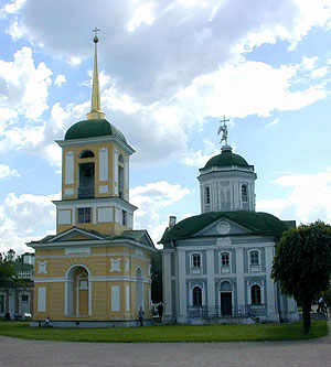 Кусково. Церковь Спаса Всемилостивого и колокольня. Фото Алексея Трошина