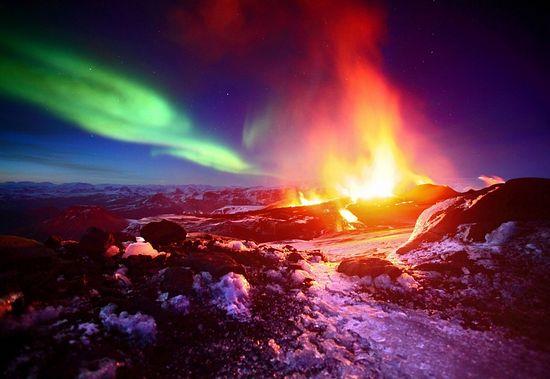 Извержение вулкана Фиммвердюхаульс, Исландия. Фото: Джеймс Эпплтон