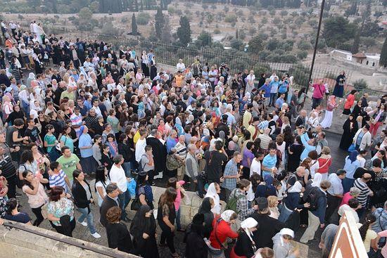 По Иерусалиму прошел крестный ход с плащаницей Божией Матери