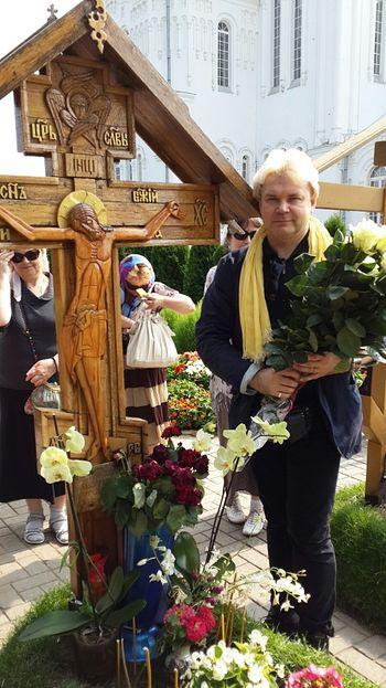 У могилы отца Владимира Шикина в Дивеево