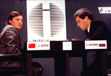 Анатолий Карпов и Гарри Каспаров. 1990 г. Фото ИТАР-ТАСС.