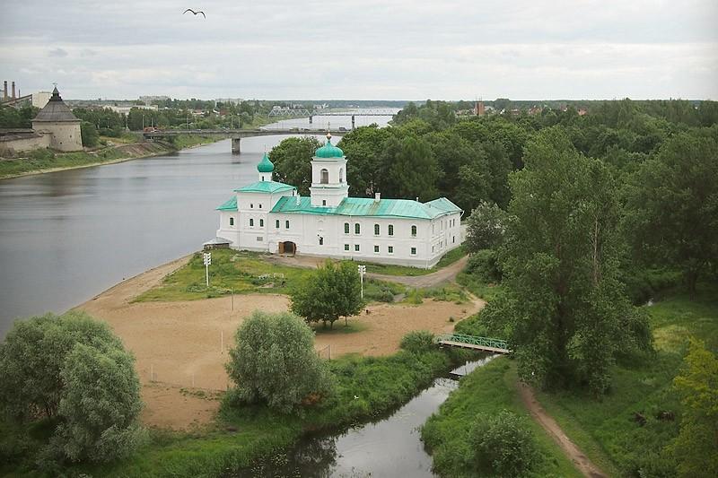 Спасо-Преображенский Мирожский Завеличский монастырь. 16 июля 2012 года  Фото: Михаил и Екатерина