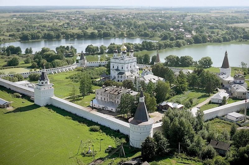 Свято-Успенский Иосифо-Волоцкий монастырь. 6 августа 2011 года  Фото: Михаил и Екатерина