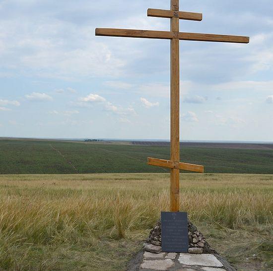 Крест на месте расстрела священников