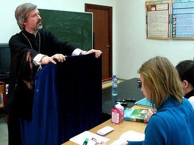 О богослужебном языке и внебогослужебной деятельности