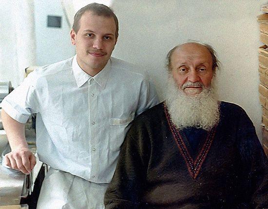 Монах Нестор (Онук) справа