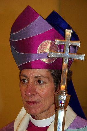 Это Кэтрин Джеффертс Шори - c 2006 года 26-й председательствующий епископ Епископальной Церкви США, в 2001-2006 - епископ Епископального Диоцеза Невады.