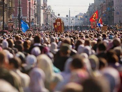Крестный ход в Санкт-Петербурге в год 300-летия Александро-Невской лавры