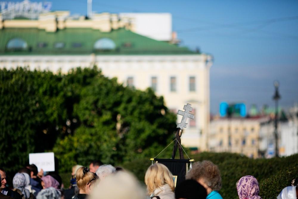 Крестный ход в Санкт-Петербурге в год 300-летия Александро-Невской лавры.  Фото: Егор Столпов