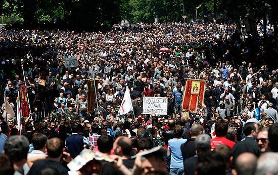 Выступление православных христиан в Грузии против гей-парада.